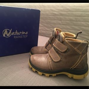 Sz 8 Toddler Boys leather boots